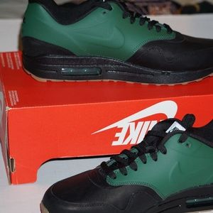 sale retailer 1c0be c28c9 Nike Shoes - Nike Air Max 1 VT QS Size 8.5